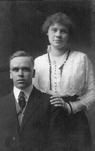 Photo of Elmer Edwin Lidderdale and first wife, Olive